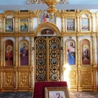 Иконостас и паникадило для восстанавливаемого после пожара храма иконы Урюпинской Божьей Матери