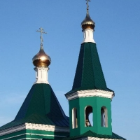 """Компанией ХПМ """"Золотые купола"""" изготовлены и установлены купола на  храм в честь Свт. Николая Чудотворца на городском кладбище г.Котовска."""