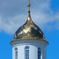 Купол с крестом, подкупольным барабаном и сводом установлен в Смоленской области в деревне Рыбки