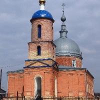 На храм Знамения Пресвятой Богородицы Башмаковского р-на установлены купол со звездами, главка с крестом и подкупольным барабаном.