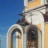Навершие и малый купол храма в хуторе Галушкинский
