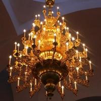 Пятиярусное и двухярусное паникадило и бра установлены в храме Святой троицы с. Красный Яр Волгоградской области