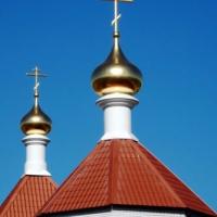 Установка золотых куполов с крестами и подкупольными барабанами на храм святой троицы пос. Красный Яр Волгоградской области