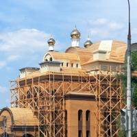 Засияли купола на храме святых апостолов Петра и Павла в Торбеево республике Мордовия.